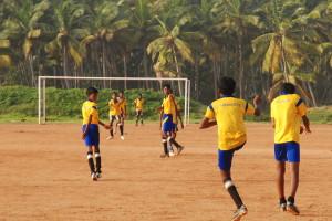 Un calcio alla miseria