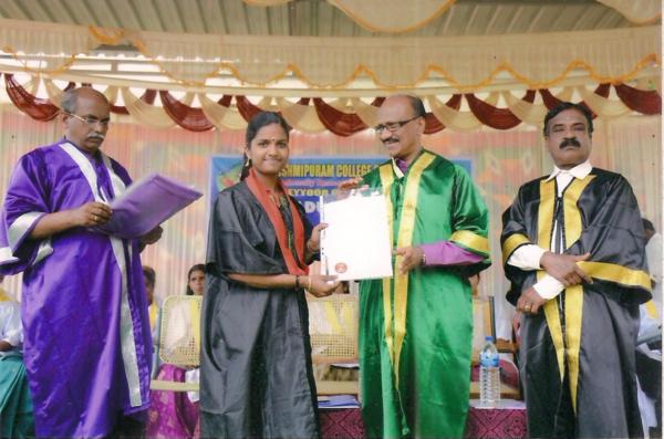 La laurea di Krishna Latha