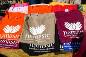 Magliette solidali Namaste